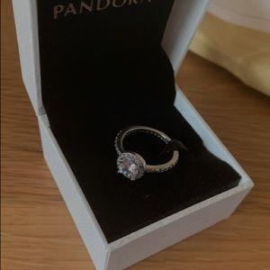 Pandora Round sparkle halo ring